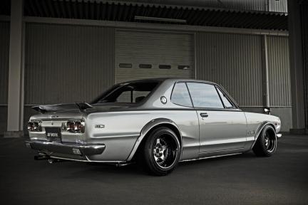 Nissan Skyline GC10 con Work Meister CR01