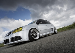 VW Golf con Work Meister M1 3P