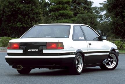 Toyota Corolla Artie AE86 con Equip 01