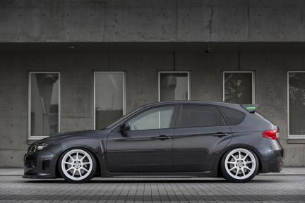 Subaru con Work Wheels Emotion D9R