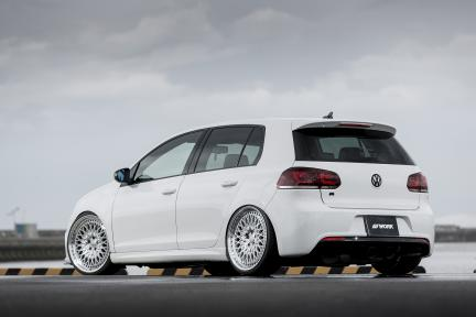 VW Golf R con Work Gran Seeker CCX
