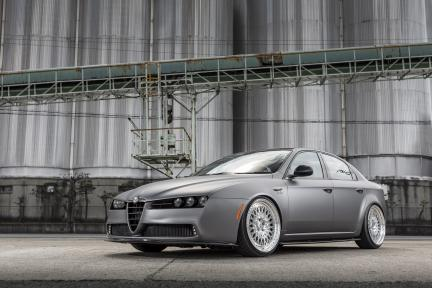 Alfa Romeo con Work Wheels Gran Seeker CCX