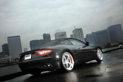 Maserati Gran Turismo con Work Wheels Equip E05