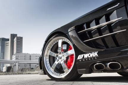 Mercedes McLaren SLR con Work Wheels Equip E05