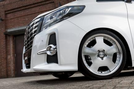 Toyota Alphard con Work Wheels Wheels Lanvec LD1