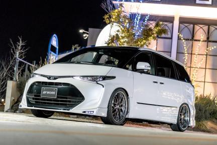 Toyota Estima con Work Wheels Lanvec LM1