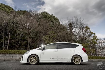 Grazio Toyota Prius con Work Wheels Lanvec LM1