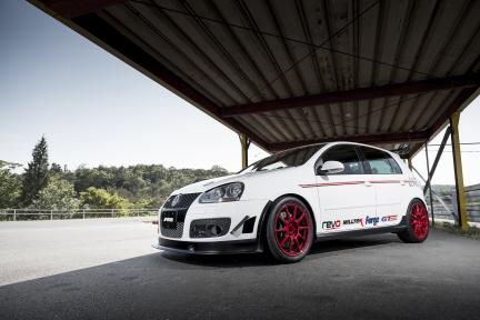VW Golf GTI con Work Wheels MCO TypeCS