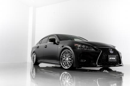 Lexus GS350 con Work Wheels Schwertz Quell