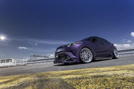 Toyota CH-R con Work Wheels Schwertz Quell