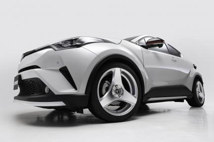 Toyota CH-R con Work Wheels Ryver S003