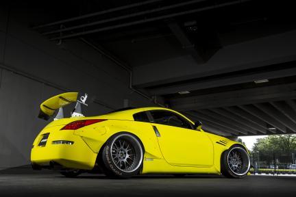 Nissan 350Z con Work Wheels VS TX