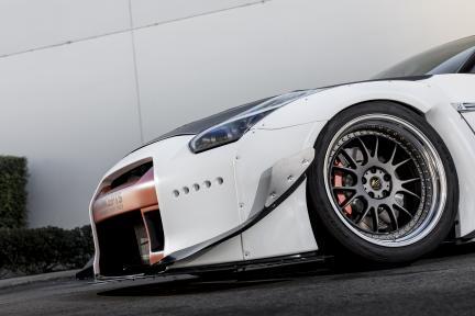 Nissan GT-R con Work Wheels VS-TX