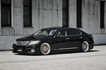 Lexus IS460 con Work Wheels Zistance W10M