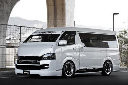 Toyota Hiace con Work Wheels Xtrap S1 HC