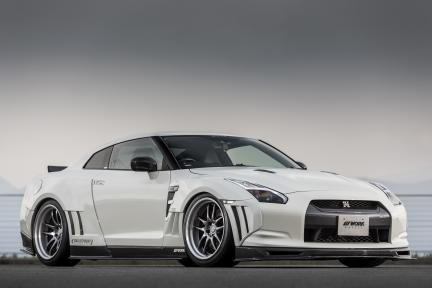 Nissan Skyline GTR R35 con Emotion CR 2P