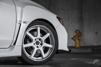 Subaru WRX STI con Work Emotion T7R 2P