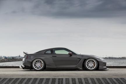 Nissan GTR con Work Wheels Emotion CR3P