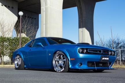 Dodge Challenger con Work Wheels Meister S1R
